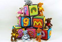 stapelblokken / Haak je eigen stapelblokken met de letters van comic sans. 10cm x 10cm x 10cm