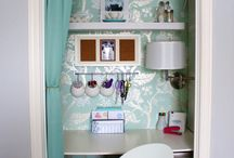 Pretty Small Offices (Closet Offices) / Tuck your home office in a cozy (tiny) space.