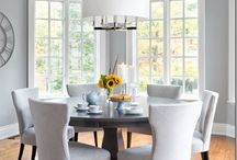 Love this round table and chairs