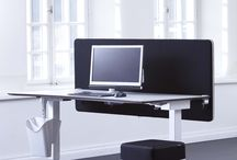 Screenz A30 Akoestische Tafelschermen / De tafelschermen zijn ontwikkeld voor een maximale geluidsabsorptie op de werkplek. De tafelschermen zijn leverbaar in een grote diversiteit aan maten, stofsoorten, kleuren en afwerkingen.