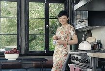 Ginnifer Goodwin's House / Actress Ginnifer Goodwin opens the doors to her home in California for the new issue of Elle magazine. We just love love her house! The feeling the images give us is 'I'm home', relaxing, peace and quiet.   With touches of old furntiure and new, plus a calming colour board through the house, this is definitely a Hollywood home we could live in!