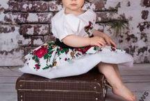 Strój góralski SŁOWIANKA dla dzieci / Góralski strój słowianki to jeden z najbardziej popularnych stroi, jakie szyję. Mamy tu kilka wariantów i wiele dodatków. Wszystko można obejrzeć dokładnie na mojej stronie internetowej: www.myszka-stroje-foto.pl. A jeśli po prostu go chcesz to dzwoń 509 479 050.