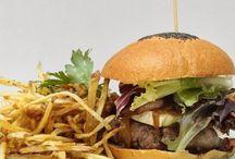 Hamburgueserías Gourmet / La hamburguesa ha dejado de ser un clásico de la comida fast food y ha ganado glamour y delicadeza gracias a los establecimientos que os sugerimos.