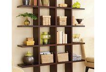 Arranging & organizing Shelves / by Ana Díaz