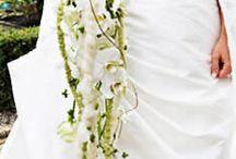 rijnboutt / waterval boeket groen/wit. bloemkeuze calla,freesia,rozen, gerbera