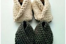 Free Knitting / Crossover Bootees