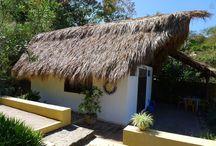 Palapitas del mundo / Small houses from the world / Selección de las mejores Palapitas, con especial relevancia a las de México y Guatemala