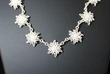 Jewelry / Schmuck / Collier / Bracelet / Earring / Ketten / Armbänder / Ohrringe / Anhänger / Pailletten / Foulards