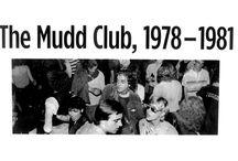 Mudd Club / Der Mudd Club war ein Ort, an dem sich die Kreativszene Lower Manhattans traf, darunter Jean-Michel Basquiat, Musiker und Bands wie Madonna, Lou Reed, DNA oder die Talking Heads, Designer und Performer wie Betsey Johnson und Klaus Nomi oder junge Independentfilmer wie Glenn O'Brien. Im Rahmen der Ausstellung feiert die New Yorker Underground-Clubszene der 1970er- und 1980er-Jahre ein Revival: Jeden Donnerstagabend ab 19 Uhr öffnet in der SCHIRN der CROWN CLUB seine Türen.