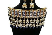 Look gorgeous in this beautiful neckpiece of kundans and pearls so perfectly