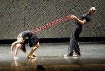 Do Lado Esquerdo de Quem Sobe - Mimulus Cia de Dança / Baseado nas danças e músicas populares do do século 20, este espetáculo lança olhar contemporâneo para este tempo.