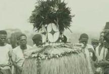 2. Bembe DRC / БЕМБА, бавемба, вавемба, муемба, народ группы банту на севере Замбии; отдельные группы есть в Демократической Республике Конго. Вокруг бемба группируются родственные группы: ауши, биса, лала, ламба и др. Численность в Замбии около 2,3 млн. человек, в Демократической Республике Конго 120 тыс. человек. Говорят на языке чибемба. Важнейшие диалекты: собственно бемба, лембуэ, ломотуа, нгома, нвеси. Письменность на основе латинского алфавита.