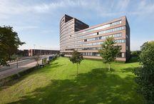 Huurwoningen Leidsche Rijn (Hogeweide) / Op zoek naar een huurwoning in Leidsche Rijn? Langerak   Utrecht 80 appartementen. Hogeweide 300-458. Oppervlakte woning: 110-230 m².  - Luxe appartementen - Met vrij uitzicht - Privé parkeerplaats - Winkels op fietsafstand - Vlakbij A2 en A12.   'Langerak is een levendige wijk, op twintig minuten fietsen van het Utrechtse centrum'  Kijk voor meer informatie op www.gevaertmakelaars.nl