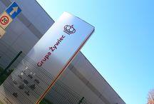 BETAFENCE: Brama Egidia chroni Browar Żywiec / Nowy budynek browaru otoczyło 410 metrów sztywnego ogrodzenia panelowego Nylofor 3D. Wejść na teren firmy chronią bramy skrzydłowe i przesuwne Egidia.