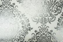 Giardini kolekcja Opium / Zadrukowana satyna, jedwab, viskoza piękne materiałowe tapety. Szerokość rolki od 125 cm do 140cm.  Zakup na metry bieżące.