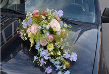 boeket voor bruidsauto