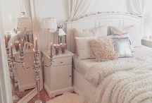 白いベッドルーム