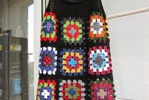 kare motiflerle askılı  elbise
