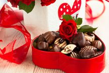 Chocolate Valentine Ideas / Want to set the mood for a romantic evening with your beloved? Melt your lover's heart by presenting him/her with any of these 12 romantic chocolate gifts and make him/her fall in love with you all over again! http://www.mydearvalentine.com/gallery/chocolate-valentine-ideas.html