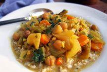 crock pot yummies / by Kirsten Gardzelewski