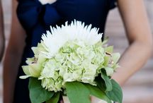Bouquets/wedding flowers / Dresses and suits