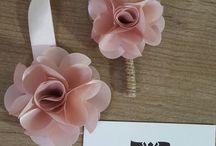 Conjunto corsage + flor de lapela