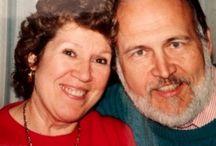 """Влюблённая пара открыла секрет счастливой семейной жизни: """"Любовь - как мост, который нужно каждый день отстраивать заново - и, конечно, с двух сторон!""""."""