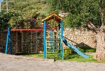 Playground - Παιδική Χαρά / H ''παιδική χαρά'' βρίσκεται στην αυλή του ξενοδοχείου, με οπτική επαφή από την πισίνα.