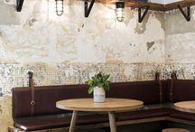 Deco: Bar, restaurant, café / Chers pros, vous avez un restaurant, une brasserie, un bar ou un coffee bar. Votre commerce a une bonne santé mais vous sentez qu'il faudrait ajuster votre image, affiner votre décoration, en somme retravailler le lieu. Avoir sa personnalité est une idée qu'il faut affiner, comprendre pour trouver les solutions. Nos solutions à découvrir sur notre blog: https://petale-de-carreaux.fr/conseils-pour-les-pros