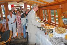 Verjaardagsjubileum en varen op de Vecht / 50e Verjaardag? Boek voor uw jubileumfeest in Loosdrecht of de Vecht Nederlands mooiste salontjalk. Vier uw verjaardagsfeest met max. 58 pers. op een prachtige boot en vaar op de historische 2600 jaar oude Vecht langs buitenplaatsen uit de Gouden Eeuw. Rederij Loosdrecht is gespecialiseerd in verjaardagsjubilea zoals uw 50e, 60e, 65e, 70e, 75e, 80e, 85e, 90e, 95e of 100e verjaardag. Is het jubileumfeest /  surpriseparty / verjaardag bedoeld voor uw partner bel de specialist op 06-29 608 608.
