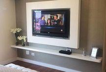 home  - TV  na parede