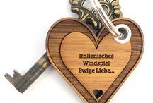 Schlüsselanhänger - Allgemein / Unsere Anhänger werden mit absoluter Liebe zum Detail handgefertigt und sind für jeden stolzen Besitzer etwas ganz Besonderes. Sie sind als zauberhaftes Geschenk oder auch einfach zum selber behalten perfekt geeignet.
