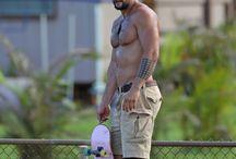 Momoa vs Hemsworth