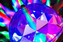 LED & FUN / Leuchtende und/oder  blinkende Funartikel als Deko, als Hals- oder Kopfschmuck,als Brille,als Zubehör oder als Outfit.