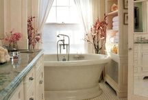 Bathrooms / by Allyson Papile Schmon
