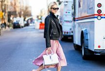 Pleated Please / Pleat please. Pleated skirts are the sweet little sister of tulle skirts. And so wonderful variable and easy to style. Have fun diving into it.