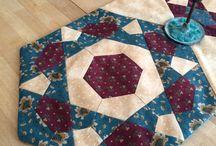 Rose Star - Kites and Crowns / Les quilts faits avec le bloc Rose Star et que l'on peut faire facilement avec les gabarits Kite and Crown ou Cerf volant et Couronne de Marti Michell. Disponibles dans la boutique de Nat !