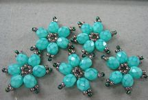 BEADED FLOWRES TUTORIAL / by Margele Accesorii