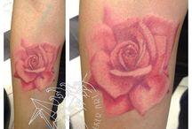 Розовая роза татуировки