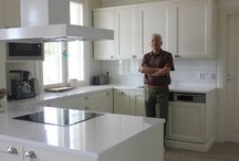 Keittiö kalusteet / Yksi malli myrskyläläisen ax-design yhtiön keittiökalusteista.  Lisää tietoa: http://ax-design.fi/  Kävin katsomassa kun rakentaminen suunnitteilla. Laadukasta työtä.