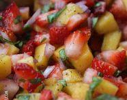 Aardbeien mango salsa. Lekker voor de komende warme dagen