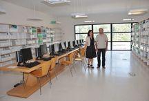 ¿Quiénes somos?= Who are we? / Bibliotecarios de la Universidad de Extremadura realizando sus tareas