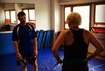 Senshido Helsinki / Senshido Helsinki toimii yhteistyössä Helsinki Martial Arts Centerin kanssa tarjoten itsepuolustuskoulutusta.   Tavoitteena on kehittää itsepuolustukseen keskittyviä osa-alueita: havainnointia, väkivaltatilanteiden ennaltaehkäisyä, verbaalista tilanteen purkamista ja fyysistä puolustautumista.  Aiheesta lisää   http://www.hmac.fi http://www.elukkatehdas.com http://hmac.fi/ http://elukkatehdas.com/