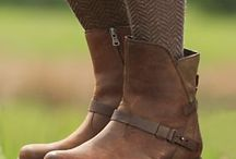 Boots / flat high-legged leather boots