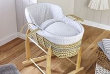 High Top Palm Moses Basket / Get yourself a contemporary Moses basket for your newborn. Based on a traditional, hoodless bassinet design it's made using lightweight, sturdy handwoven palm and there's lots of different Moses dressings for you to choose from.
