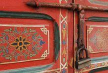 Вдохновляемся Марокко / Декор и предметы из Марокко. Старинные двери и украшения. Предметы интерьера. Текстиль и ковры. Приятные милые мелочи.