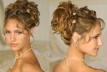 Cabelos/Penteados / Coloração, cabelos presos, coques, penteados, e acessórios de cabelos.
