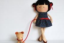 Látkové panenky a hračky