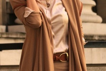 Colors: beige and brown and taupe
