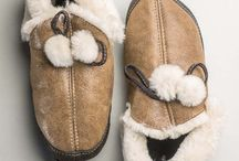 Sheepskin slippers - www.vesa.ro / If you're thinking that lambswool slippers are made for winter use only, think again. Slippers made from 100% natural sheepskin and lambswool will offer you comfort through all the seasons. Unlike the slippers made from cheap commercial materials, the ones made of natural leather and fur allow your feet to breathe, thus eliminating the risk of overheating.
